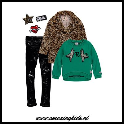 2966c83896e Je kunt natuurlijk altijd voor een wat rustigere outfit gaan en  bijvoorbeeld voor een zwarte gebreide trui gaan op de lakbroek.